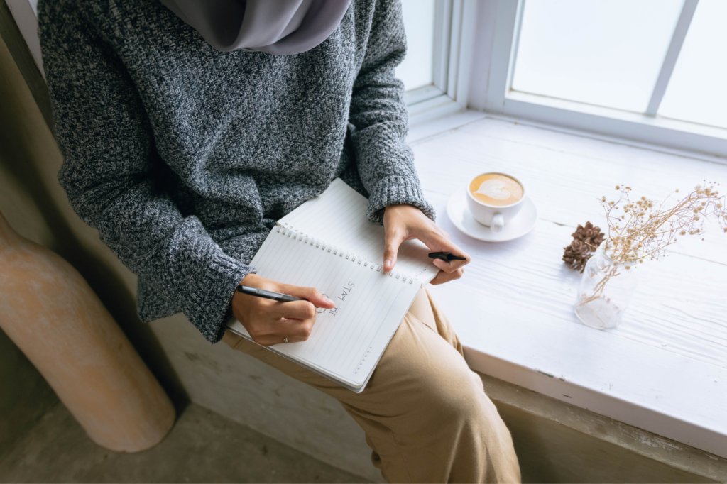 Journal Writing For Beginners (Easy Guide + Freebie)